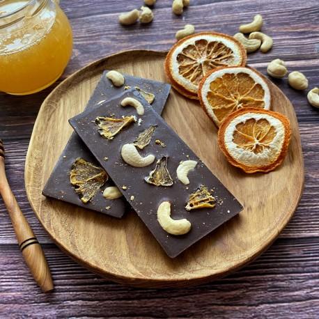 Молочный шоколад на меду с орехом кешью и апельсином