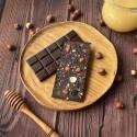 Горький шоколад на меду с фундуком и изюмом